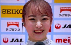 平岩優奈さんの髪がピンク