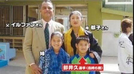 部井久アダム勇樹選手の家族の画像